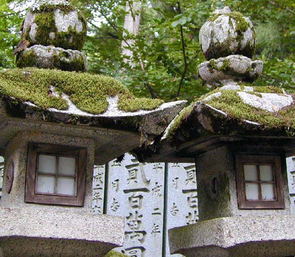 Il giardino giapponese le lanterne in pietra mente e corpo for Lanterne giardino zen